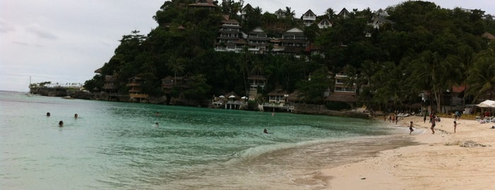Diniwid Beach is one of Gabbieさんのお気に入りスポット.