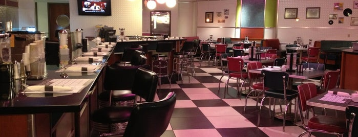 Betty's An American Diner is one of Tempat yang Disukai Craig.