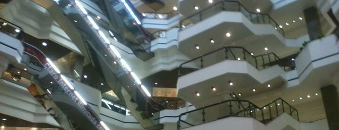 Beiramar Shopping is one of Lugares que gostei.