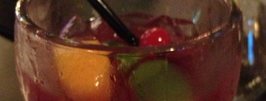 Applebee's Grill + Bar is one of Tempat yang Disukai Shawn Ryan.