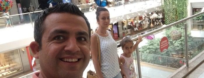 Toys Shopp is one of Orte, die Mehmet gefallen.