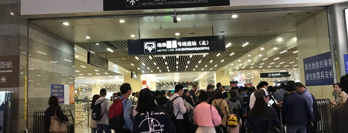Hongqiao Railway Station Metro Station is one of Orte, die Shank gefallen.