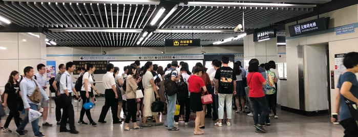 Middle Yanggao Road Metro Station is one of Metro Shanghai.