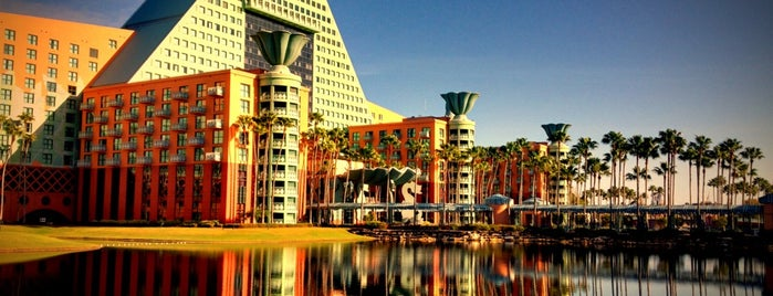 Walt Disney World Dolphin Hotel is one of Orte, die Diego gefallen.