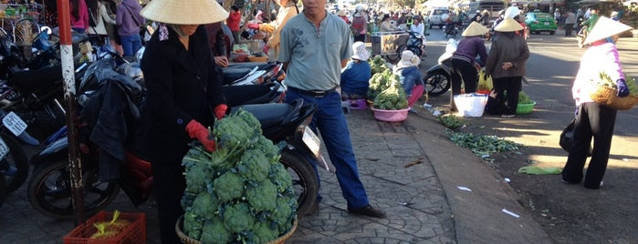 Dalat Market is one of Jas' favorite urban sites.