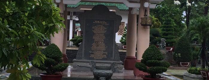 Văn Miếu Trấn Biên is one of Posti che sono piaciuti a Steven.