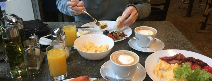 Cafe Pierre is one of Posti che sono piaciuti a Irina.