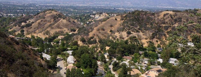 Mulholland Scenic Overlook is one of Top 5 Make-Out Spots LA.