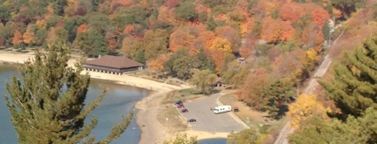 Devil's Lake State Park is one of Andyさんのお気に入りスポット.