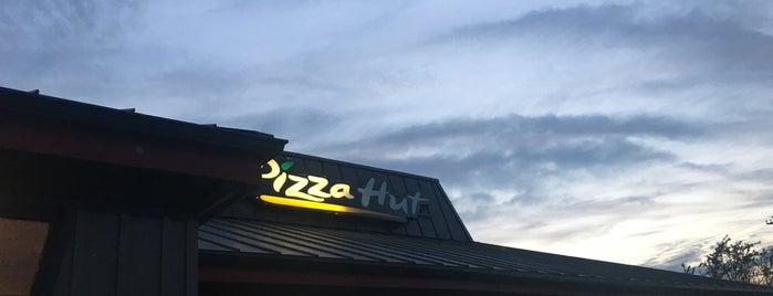 Pizza Hut is one of Tempat yang Disukai Lorraine-Lori.