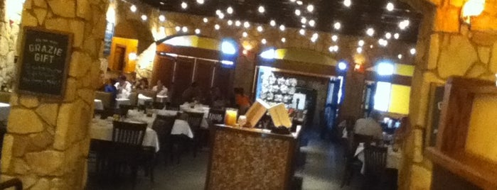 Romano's Macaroni Grill is one of Stacy's Liked Places.