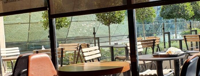 Starbucks Reserve is one of Lieux qui ont plu à Emin.