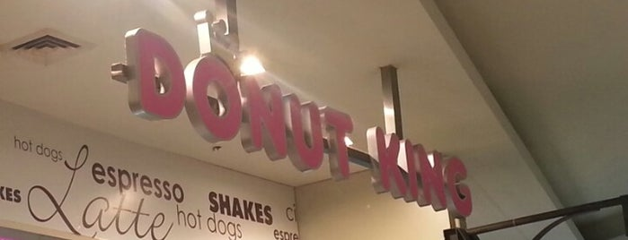 Donut King is one of Locais curtidos por Talha.