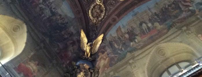 Louvre is one of Orte, die Monica gefallen.