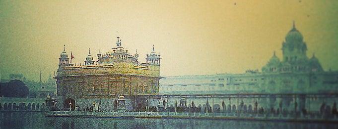 The Golden Temple (ਹਰਿਮੰਦਰ ਸਾਹਿਬ) is one of Posti che sono piaciuti a Elena.