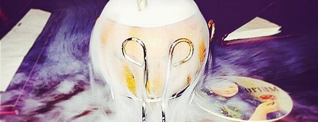 Opium Cocktails & Dim Sum Parlour is one of Posti che sono piaciuti a Elena.