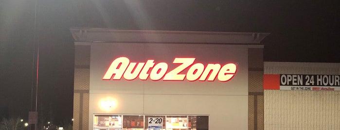 AutoZone is one of Lugares favoritos de Joseph.