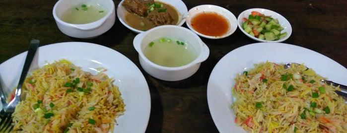 A.M Tarbush Restaurant is one of Rahmatさんのお気に入りスポット.