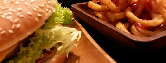 Thron Burger is one of Lieux sauvegardés par Ieva.
