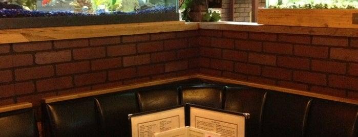 Lunkers Restaurant and Bar is one of Orte, die Sandra gefallen.
