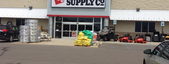 Tractor Supply Co. is one of Locais curtidos por Cindy.