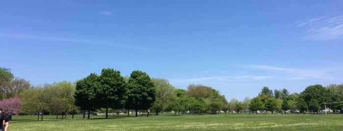Cricket Hill is one of สถานที่ที่ Dustin ถูกใจ.