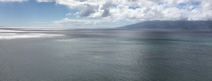 Beach at Kahana Bay is one of Lieux qui ont plu à Barry.