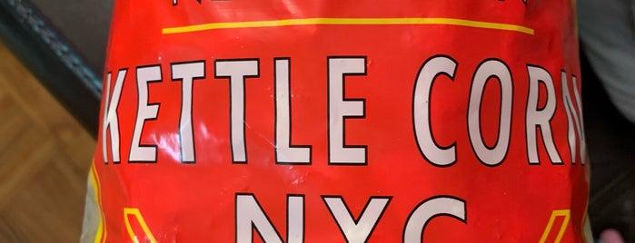 Kettle Corn Stand is one of Tempat yang Disukai Nina.