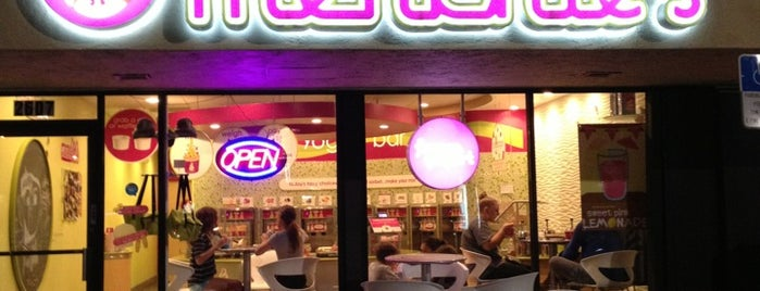 Menchie's is one of خورخ دانيالさんのお気に入りスポット.