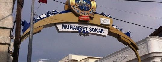 Muhabbet Sokak is one of Orte, die Pınar gefallen.