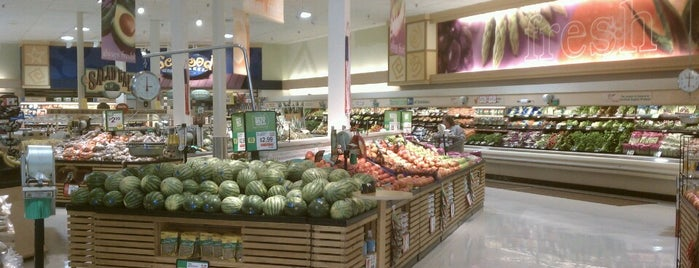 Giant Food Store is one of Lugares favoritos de Mackenzie.