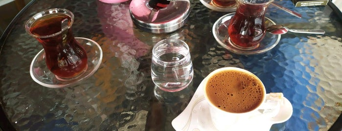 Karadeniz Pastanesi & Cafe is one of Lugares favoritos de Mahide.