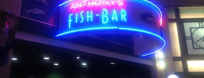 Anthony's Fish Bar is one of Locais curtidos por Michael.