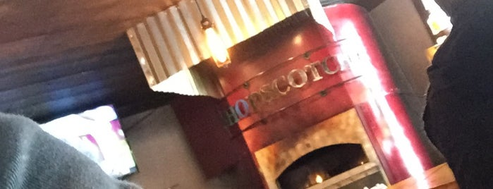 Hopscotch Brick Oven & Taproom is one of Gespeicherte Orte von Steve.