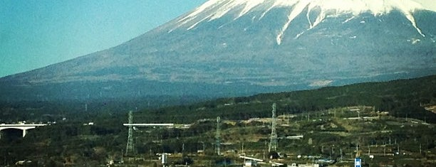 富士山 is one of 'Cos everybody hates a tourist.