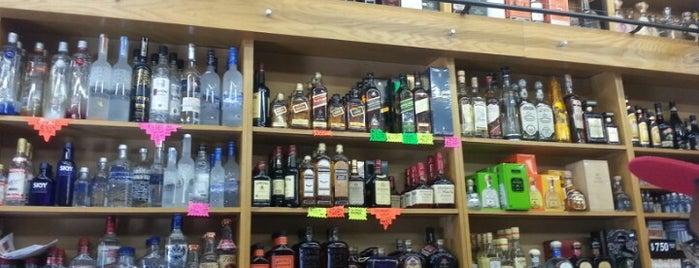 Reno's Liquor Store is one of Posti che sono piaciuti a Andrew.