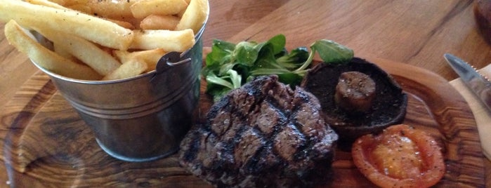 Middletons Steakhouse & Grill Milton Keynes is one of Lugares favoritos de Rinatsu.
