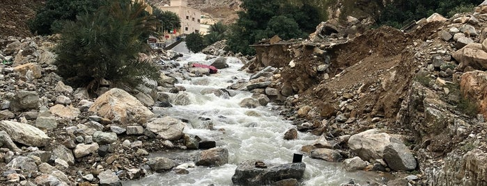 Wadi Shis is one of UAE road trip.