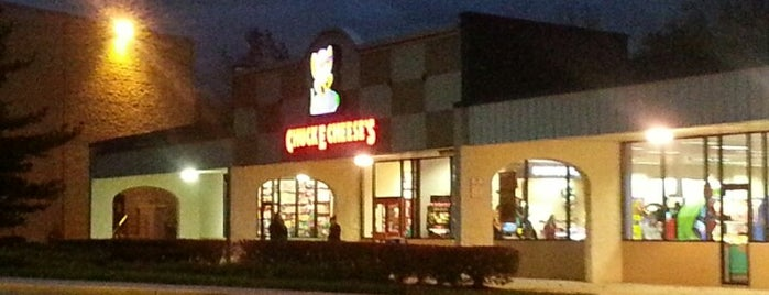 Chuck E. Cheese is one of Orte, die Ira gefallen.