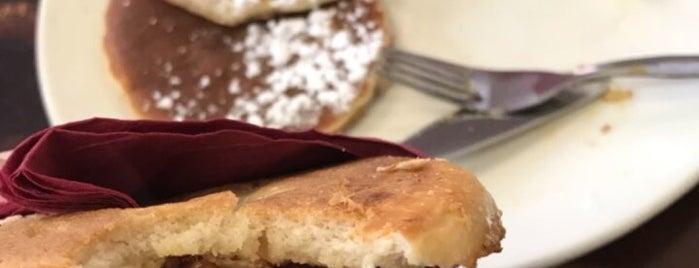 Cinnamon Café is one of Locais curtidos por Renato.