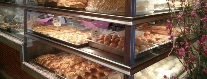 Wong Lee Bakery is one of Tempat yang Disukai Les.