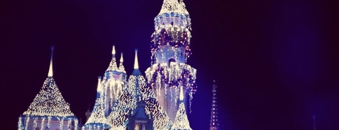 Sleeping Beauty Castle is one of Cristina 님이 좋아한 장소.
