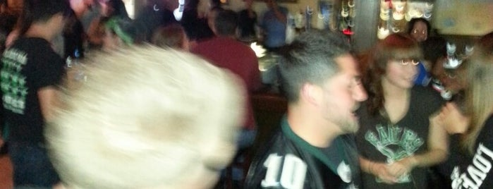 Paddy Whacks Irish Sports Pub is one of Douchebag (Worldwide).