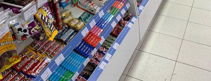 Farmacias del Ahorro is one of Leo'nun Beğendiği Mekanlar.