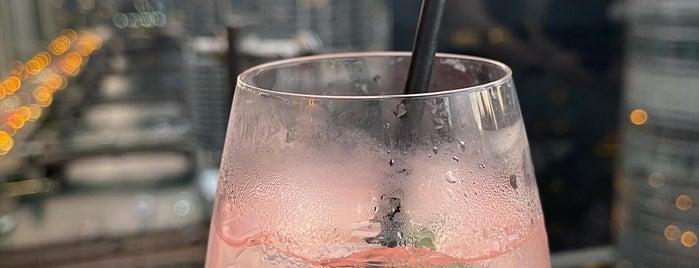 London House Rooftop Bar is one of Merril: сохраненные места.