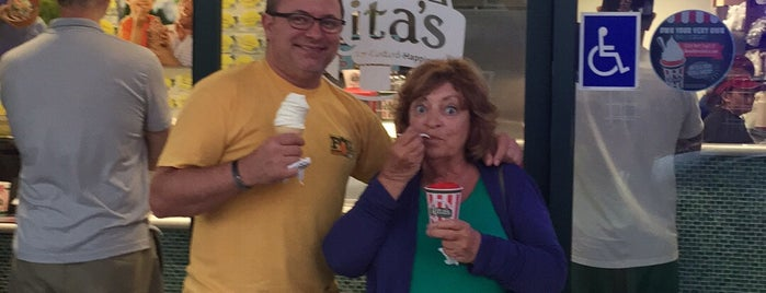 Rita's Italian Ice is one of Orte, die Karen gefallen.