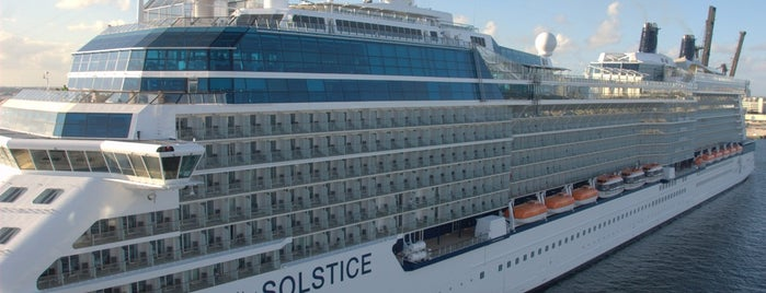 Celebrity Solstice is one of Orte, die Lyana gefallen.