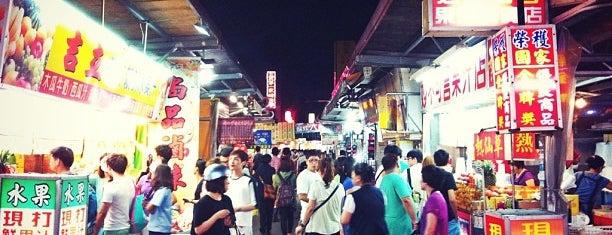 自強夜市 ZhiQiang Night Market is one of Posti salvati di 芷.