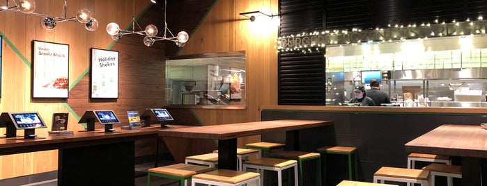 Shake Shack is one of Lugares favoritos de Ted.
