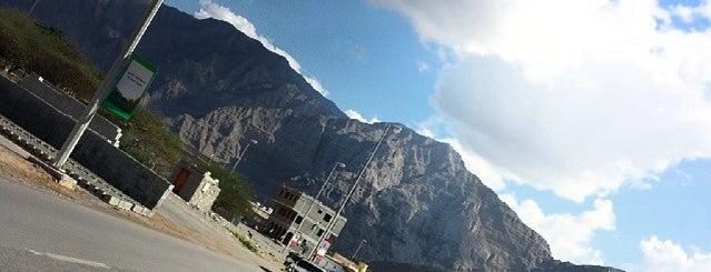 منفذ الدارة - حدود الامارات و عمان is one of Hamdan 님이 좋아한 장소.